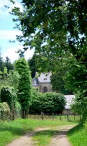 Chemin menant à la Maison Notre Dame de Fatima, Maison d'Exercices spirituels