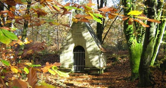 petit Oratoire dédié à St Joseph, dans les bois de N D de Fatima, CPCR 56