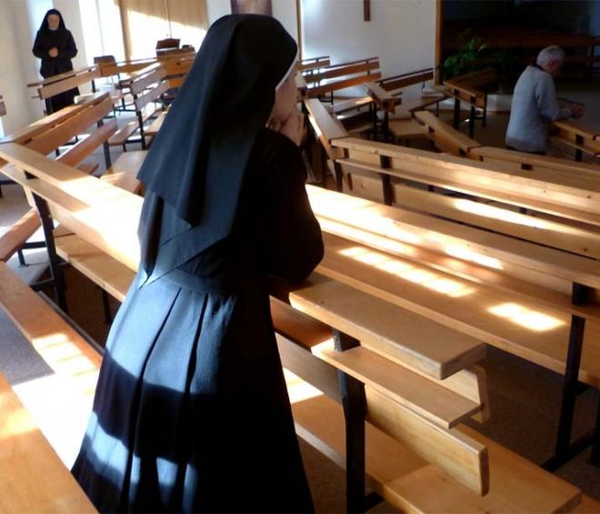 Les Soeurs CPCR portent les retraitants dans la prière.