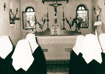 Premieres novices cpcr en prière à la chapelle St François de Paule.