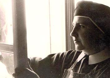 Sr Marie Carmen, les Soeurs entretiennent la Maison où sont donnés les retraites spirituelles de St Ignace