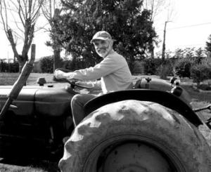 Frère Louis Marie, CPCR, entretient le parc de la Maison Nazareth