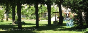 aperçu du parc de la Maison Nazareth, centre spirituel dans la Drome, où sont donnés les Exerices de St ignace, retraites spirituelles.